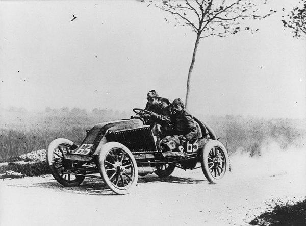800px-Marcel_Renault_1903