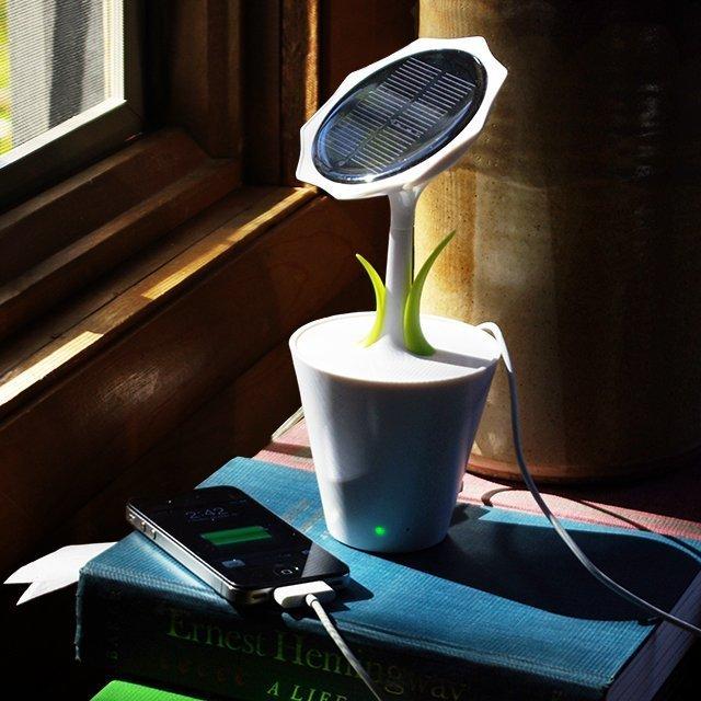 un chargeur de t l phone nergie solaire topito. Black Bedroom Furniture Sets. Home Design Ideas