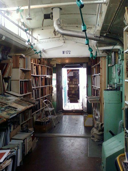 une-librairie-francaise-investit-un-vieux-train-et-vous-invite-a-feuilleter-quelques-livres6_resultat