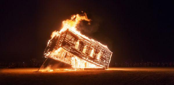Church-Trap-Burning-X3-1200x590_resultat