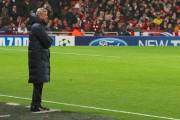 Arsène_Wenger_looks_on