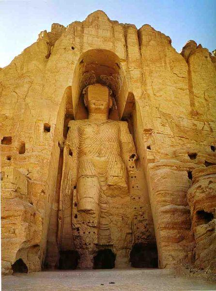 Un des deux boudhas de Bamiyan, Afghanistan, 591-644, détruits par talibans 2001_resultat