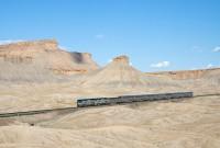 800px-Amtrak_California_Zephyr_Green_River_-_Floy,_Utah