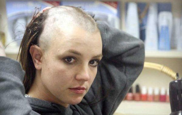 Britney-Spears-shaving-her-head-2007_resultat