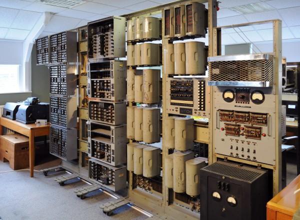 Harwell-dekatron-witch-computer-under-resotoration-2010-03-13