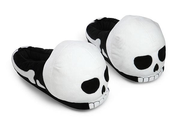 1dd0_tg_plush_skull_slippers