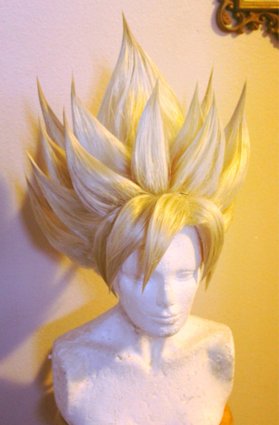 Une perruque de Super Saiyan pour cosplay