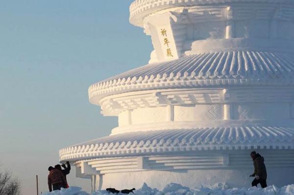 Harbin-Ice-Festival-2015_4-640x426