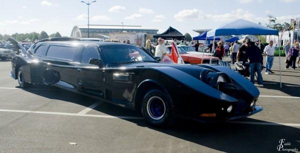 STRETCH LIMO Batmobile