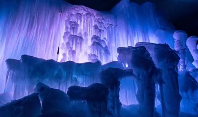 Les forteresses de glace le ch teau de la reine des for Chateau de glace reine des neiges