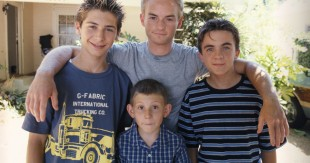 Malcolm-in-the-Middle-3x02-Emancipation-MITMVC-1