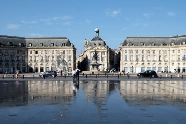 138_-_Place_de_la_Bourse_et_le_miroir_d'eau_-_Bordeaux