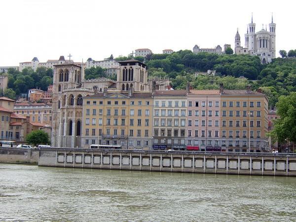 800px-Lyon_St_Jean_Basilica_Notre_Dame_de_Fourviere