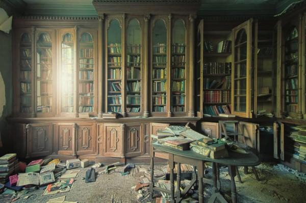 top 10 des livres qui tra nent dans notre biblioth que depuis le coll ge faudrait y jeter un. Black Bedroom Furniture Sets. Home Design Ideas