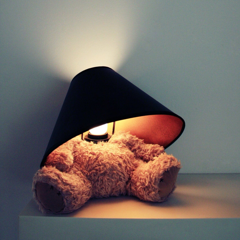 une lampe ourson en peluche topito. Black Bedroom Furniture Sets. Home Design Ideas
