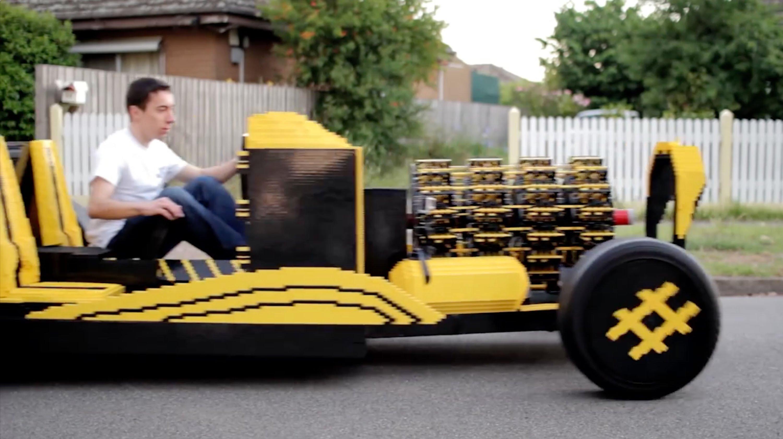 on lui donne il construit une voiture lego qui. Black Bedroom Furniture Sets. Home Design Ideas