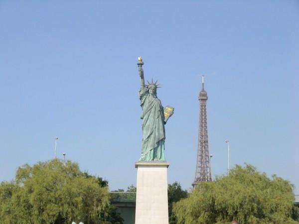 Statue-de-la-Liberté-Ile-des-Cygnes-V.-Gubina-Wikimedia-Commons