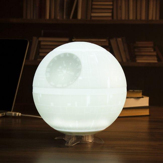 une lampe etoile de la mort histoire de parfaire votre. Black Bedroom Furniture Sets. Home Design Ideas