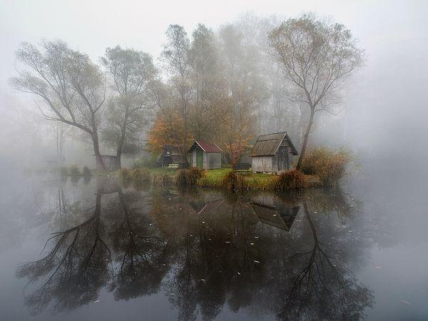 szodliget-hungary-mist-cabin_86773_600x450