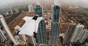 une_wingsuit