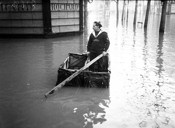 03 Paris_1910_Inondation_boulevard_Haussmann