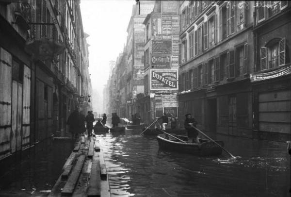 07 Paris_1910_Inondation_rue_de_Seine