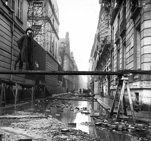 Paris_1910_Inondation_rue_de_Bellechasse_(1)