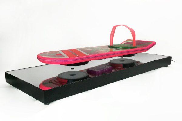 un vrai hoverboard flottant l 39 objet de d co ultime. Black Bedroom Furniture Sets. Home Design Ideas