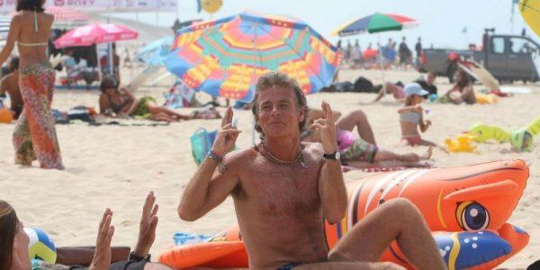 en-2009-franck-dubosc-sur-la-plage-centrale-de-biscarrosse_2751605_1000x500