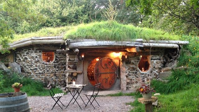 maison-de-hobbits-face-gl.SmBd0mPDS0Zf