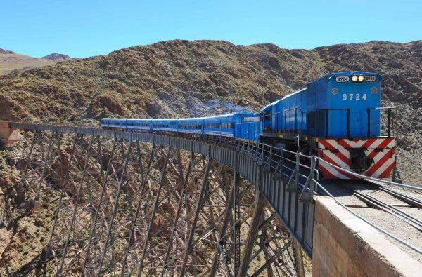 Tren_a_las_nubes_crossing_viaduct2
