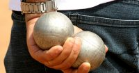 Two_boules_in_hand