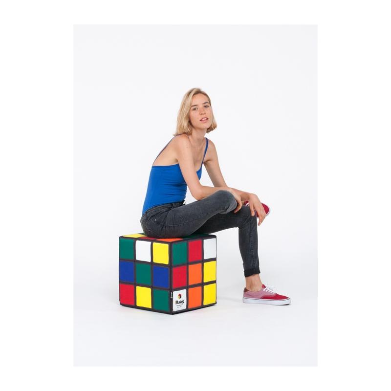 un pouf rubik 39 s cube tu n 39 as jamais su faire autant s 39 asseoir dessus topito. Black Bedroom Furniture Sets. Home Design Ideas