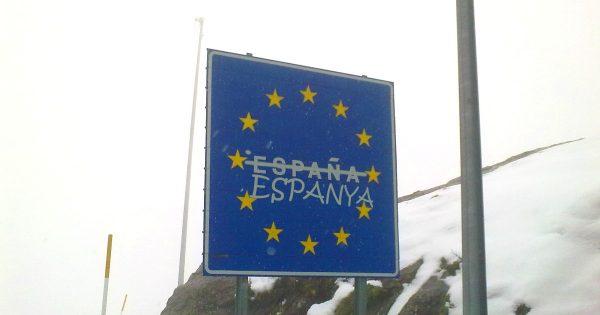panneau_de_la_frontiere_espagnole_sur_la_e7_au_col_du_somport