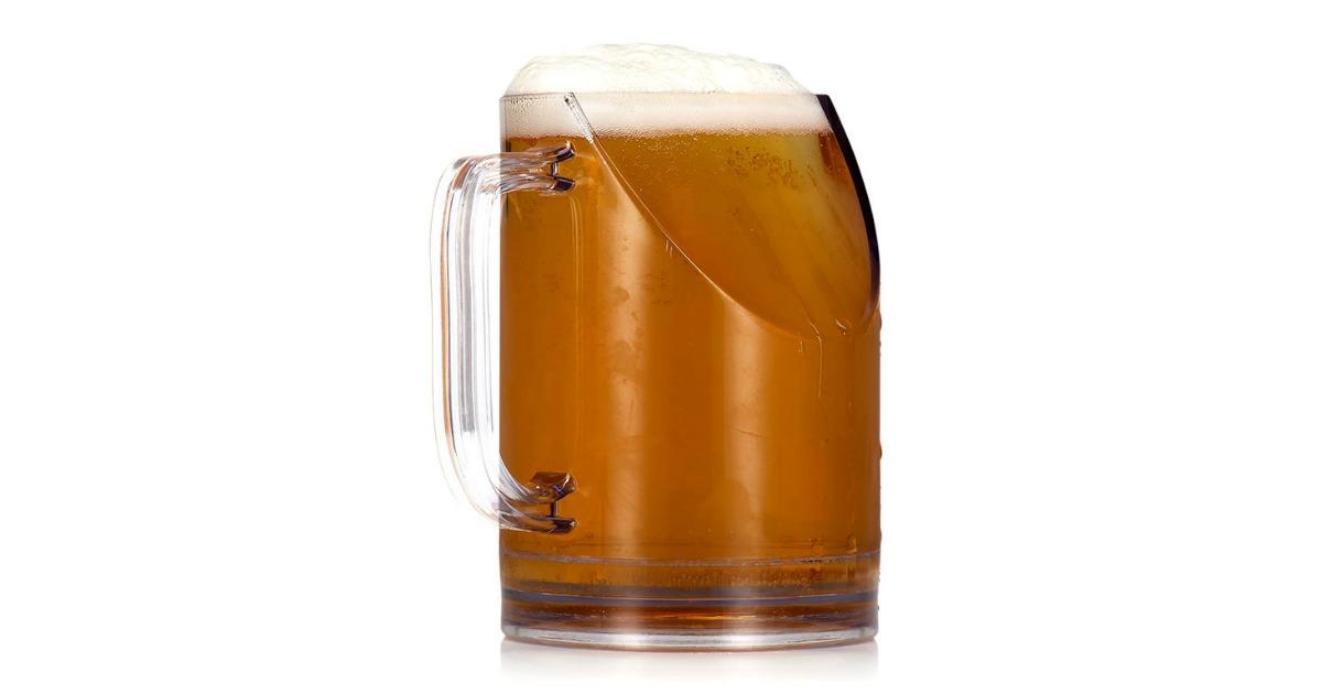 un verre bi re qui permet de boire et de voir la t l en m me temps topito. Black Bedroom Furniture Sets. Home Design Ideas