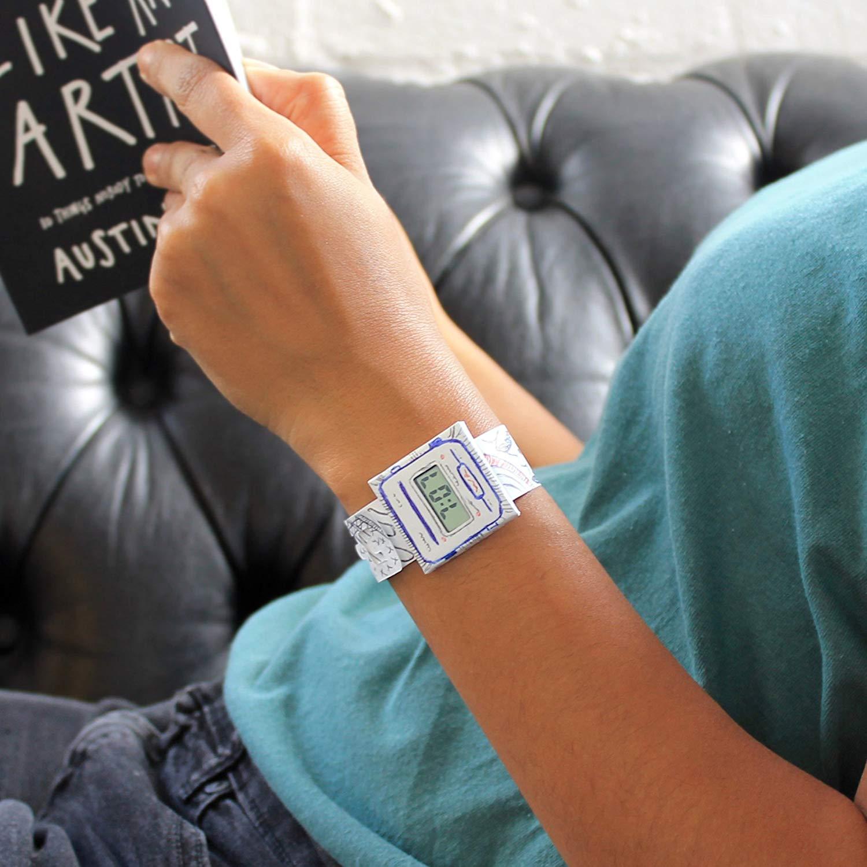 Как следует из названия paprcuts watch (бумажные часы) выглядят и чувствуются, как бумага, но на самом деле они очень прочные, поэтому не намокнут и не.