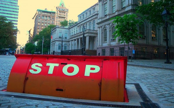 800px-City_Hall_underground_barricade