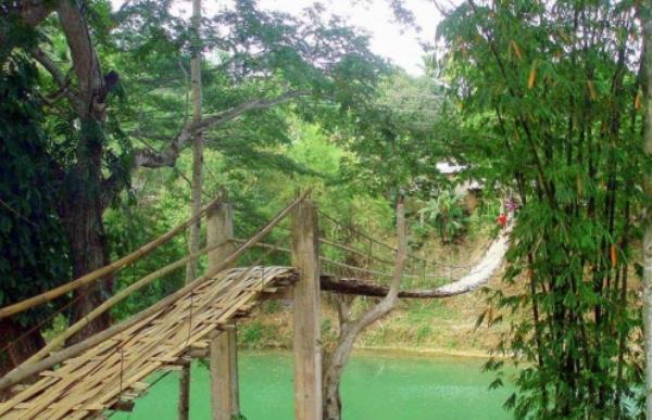 Loboc-Hanging-Bridge-Philippines1