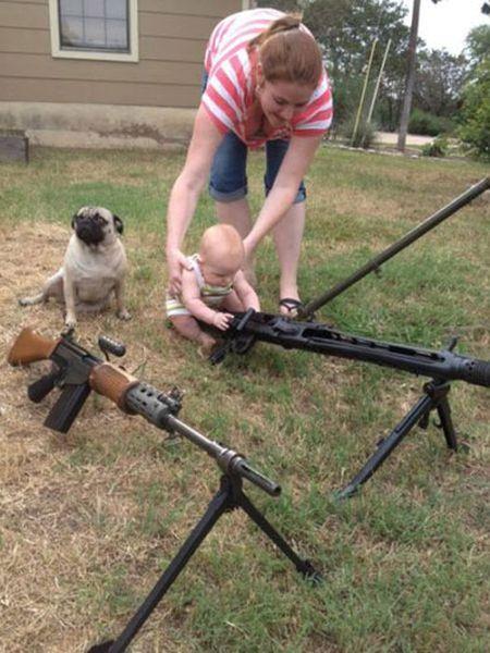 worst-mom-baby-machinegun_resultat