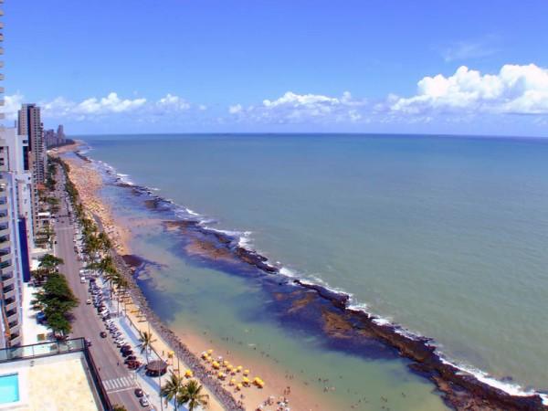 Natural_pools_-_Boa_Viagem_Beach_-_Recife,_Pernambuco,_Brazil