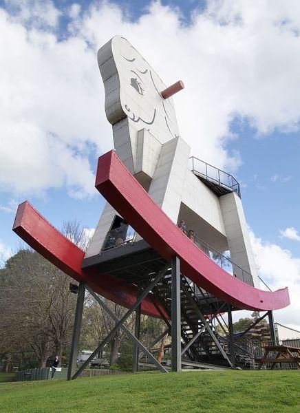 640px-Big_Rocking_Horse, Adelaide hills, Australia_resultat