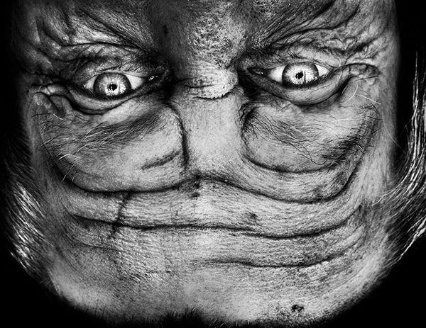 upside-down-portraits-alienation-anelia-loubser-111_resultat