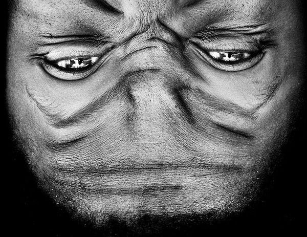 upside-down-portraits-alienation-anelia-loubser-121_resultat