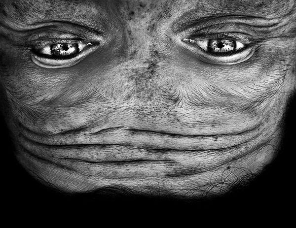 upside-down-portraits-alienation-anelia-loubser-131_resultat