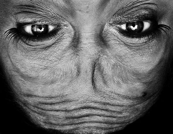 upside-down-portraits-alienation-anelia-loubser-21_resultat