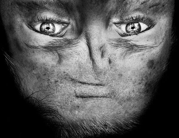 upside-down-portraits-alienation-anelia-loubser-31_resultat