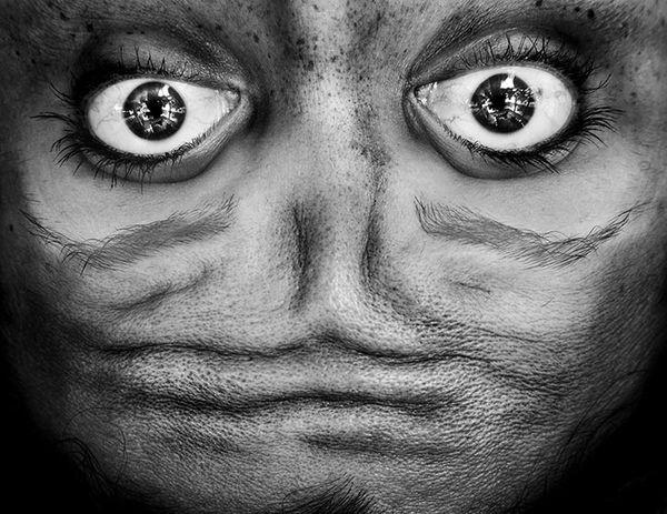 upside-down-portraits-alienation-anelia-loubser-61_resultat