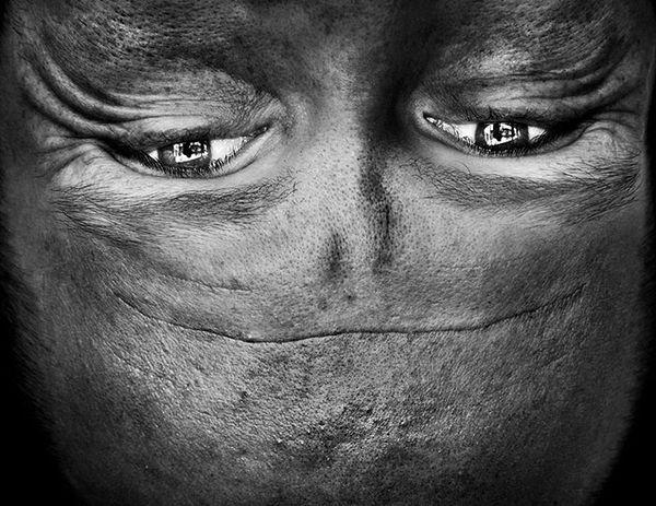 upside-down-portraits-alienation-anelia-loubser-71_resultat