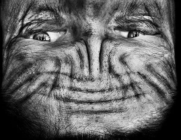 upside-down-portraits-alienation-anelia-loubser-81_resultat