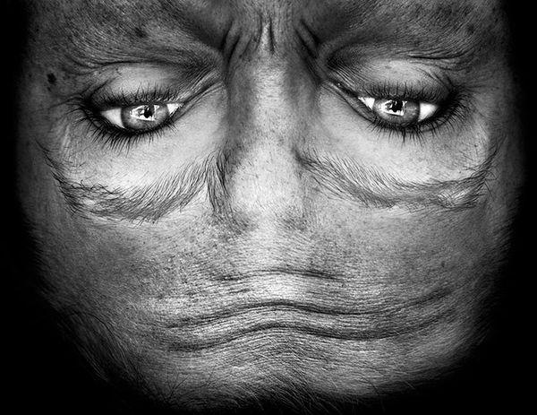 upside-down-portraits-alienation-anelia-loubser-91_resultat